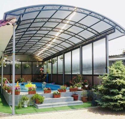 Использование поликарбоната на даче