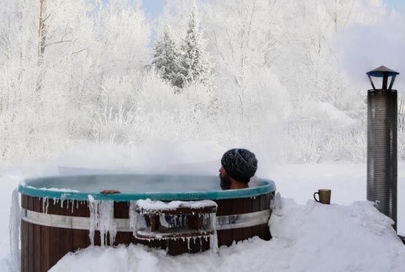 Чан для купания на дровах - лучший выбор для загородного дома.