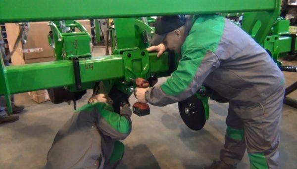 Осмотр сельскохозяйственной техники - подготовка к полевым работам
